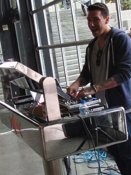 thread DJ