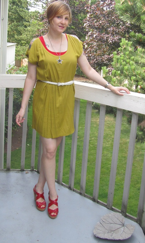 dress with red acccessories